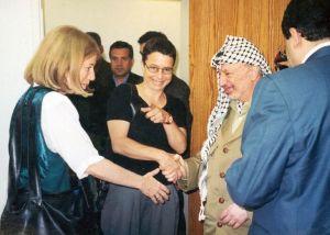 ערפאת עם ישראליות אמהות למען השלום